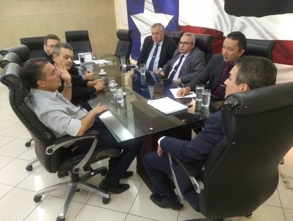 Tema reúne-se com cúpula da SSP e trata sobre execução do prefeito de Davinópolis