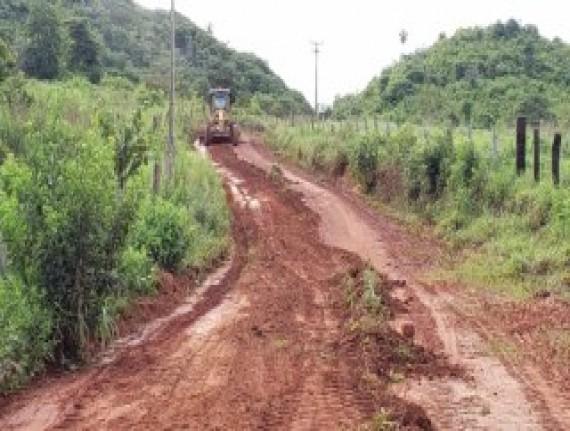 Em Açailândia, prefeitura recupera estradas vicinais