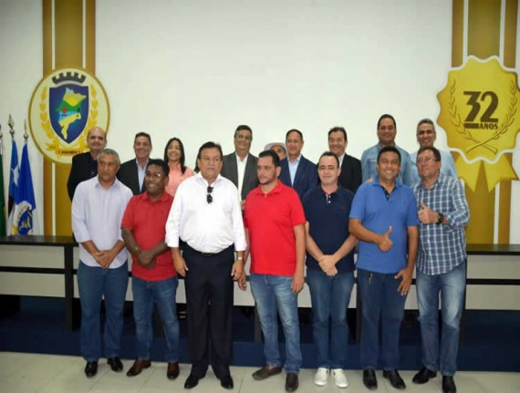 Flávio Dino realiza visita de cortesia à FAMEM e recebe homenagem