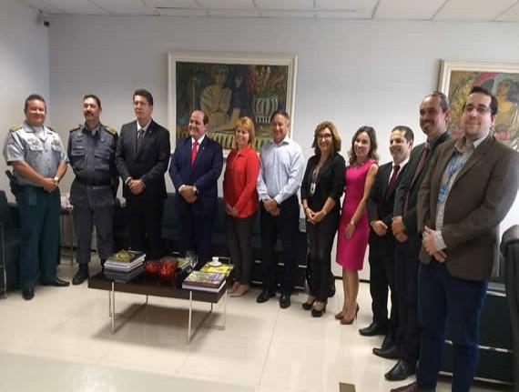 FAMEM irá intermediar encontro entre prefeitos e MP para tratar de transporte escolar