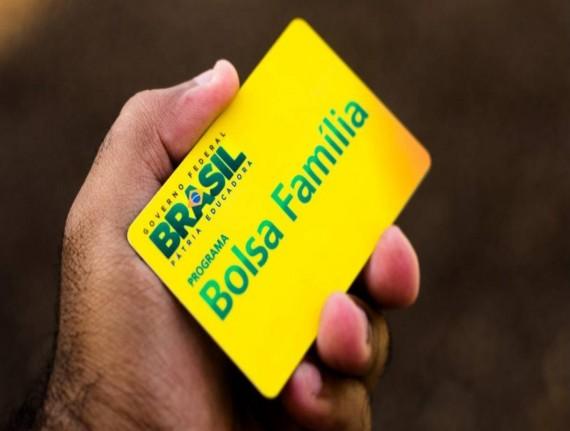 Mais de 13 milhões de famílias podem sacar o Bolsa Família a partir desta quarta-feira (12)