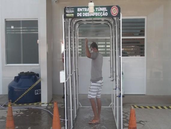 Túnel de desinfecção é instalado no hospital de Trizidela do Vale