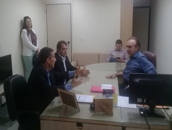 Tema e Hilton Gonçalo debatem assuntos municipalistas no TCE