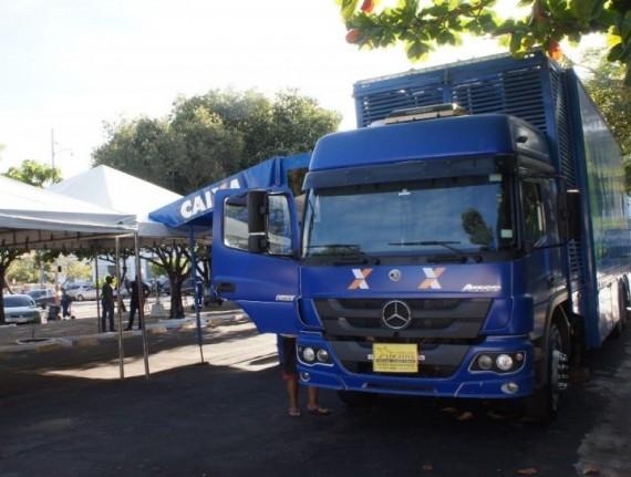 Prefeitura de Caxias e Caixa Econômica instalam trailer na Praça do Pantheon para atendimento à população