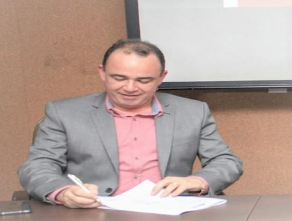 Assembleia aprova concessão de título de cidadão ao presidente da Famem