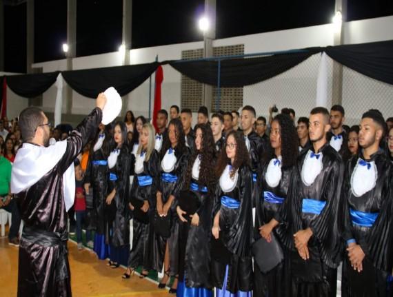 Prefeito Luís da Amovelar Filho, o Vice-prefeito Domingos Alberto,…