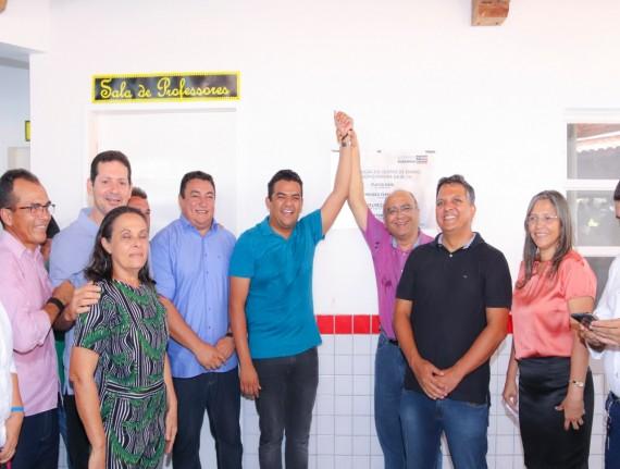 Prefeito Luís da Amovelar Filho e a sua equipe de governo prestigiam…