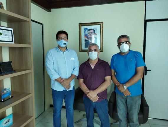 Prefeito Natan e vereador Gesmar Nogueira faz visita produtiva ao sec de educação Felipe Camarão.