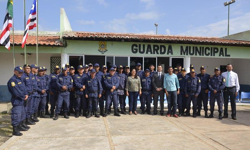 Guarda Municipal com autoridades na aula inaugural