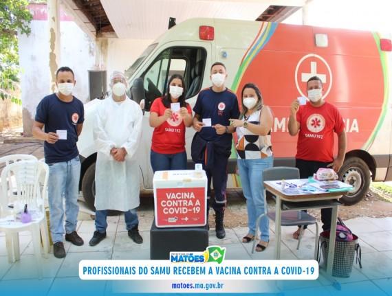 Profissionais do Samu recebem a vacina contra a Covid-19